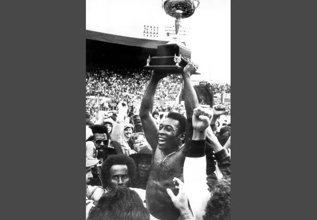 En 1977 Pelé celebró la victoria de su equipo el New York Cosmos.