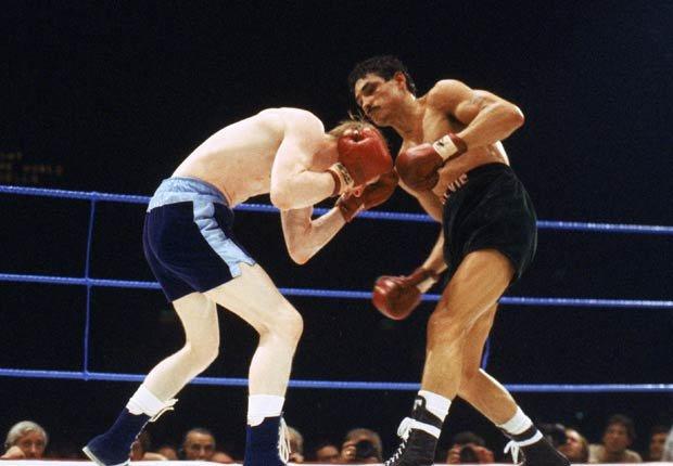 Alexis Argüello (derecha) en la pelea contra el británico Jim Watt.