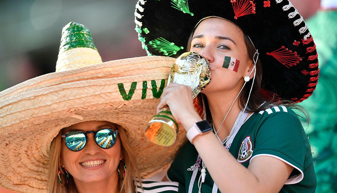 Mujeres con sombreros mexicanos