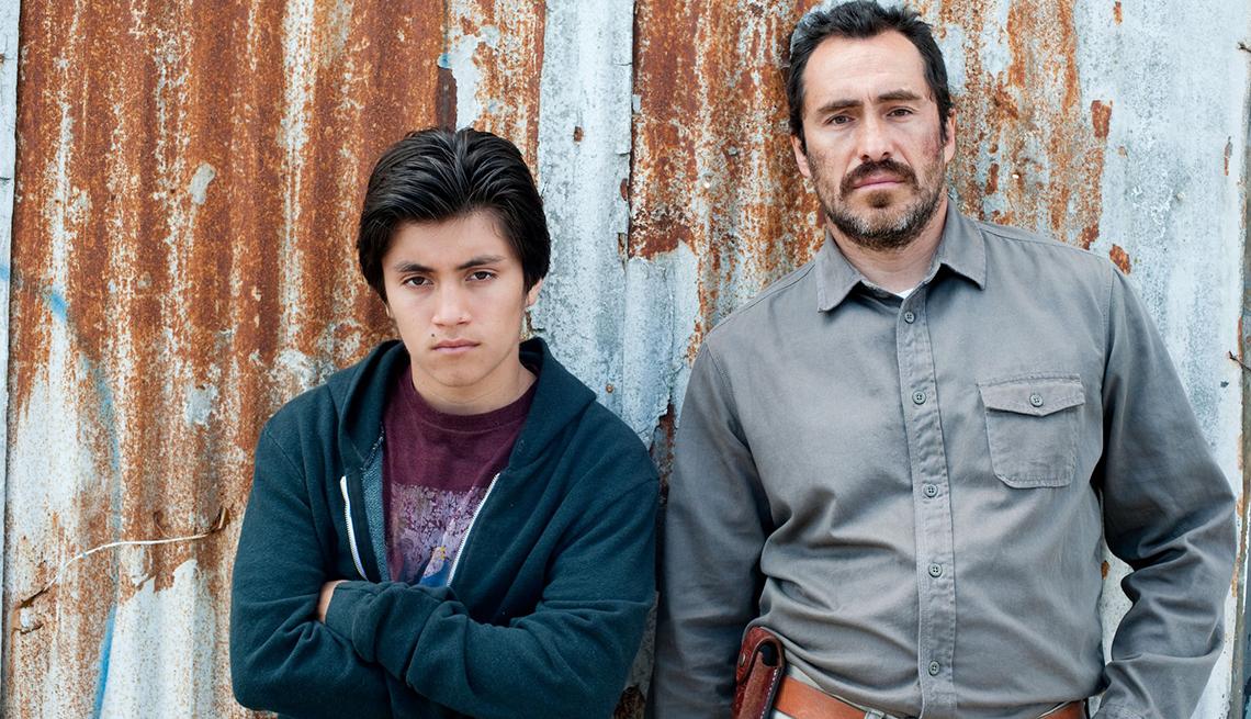 José Julián y Demián Bichir en una escena de la película Una vida mejor