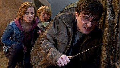 Los actores Emma Watson, Rupert Grint, y Daniel Radcliffeen la última película de Harry Potter