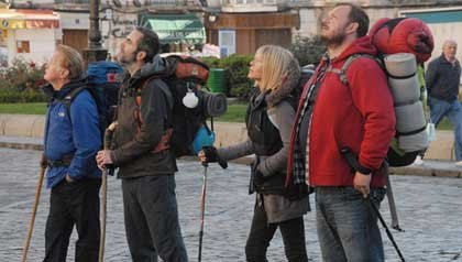De izquierda a derecha: Martin Sheen, James Nesbitt, Deborah Kara Unger, Yorick van Wageningen en la película: The Way