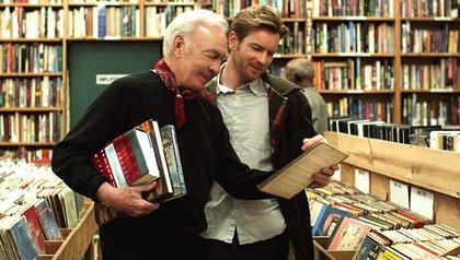 Actores Christopher Plummer y Ewan McGregor en la película de Beginners
