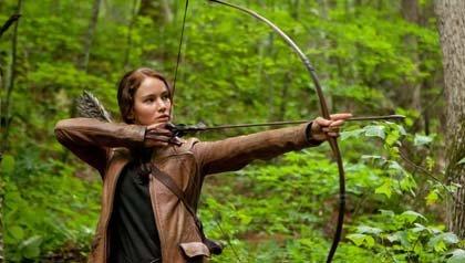 Katniss Everdeen (Jennifer Lawrence) es la protagonista en Los juegos del hambre.