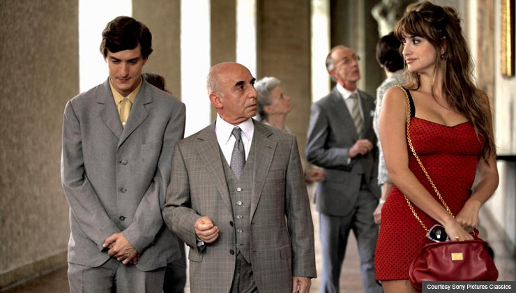 Left to Right: Alessandro Tiberi as Antonio, Roberto Della Casa as Uncle Paolo and Penélope Cruz as Anna