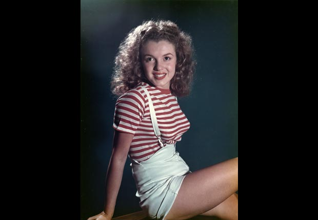 Marilyn Monroe modelando en 1947.