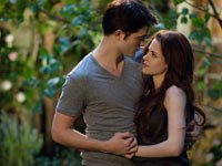 Edward (Robert Pattinson) and Bella (Kristen Stewart) get close in