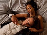 Bradley Cooper y Zoe Saldana en una escena de la película 'The Words' - Peores películas del 2012