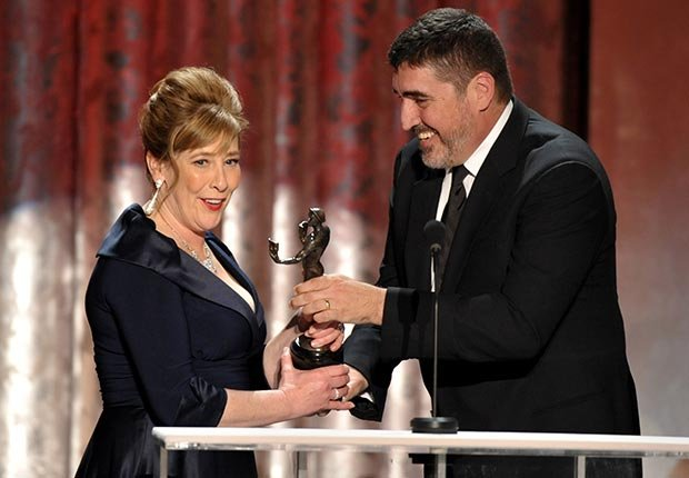 Phyllis Logan accepts award from Alfred Molina for Downton Abbey, Screen Actors Guild Awards 2013