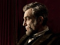 Daniel Day-Lewis como Abraham Lincoln en la película Lincoln - Premios 2013 de AARP Movies for Grownups.