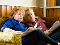 Jacki Weaver y Robert De Niro en la película Silver Linings Playbook - Premios 2013 de AARP Movies for Grownups.