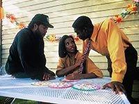 Ice Cube, Tyra Ferrell y Morris Chestnut en la película Boyz n the hood -  Pelíiculas que se deben ver en el Mes de la Herencia Afroamericana.