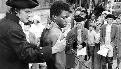 Levar Burton en la película Raices - Pelíiculas que se deben ver en el Mes de la Herencia Afroamericana.