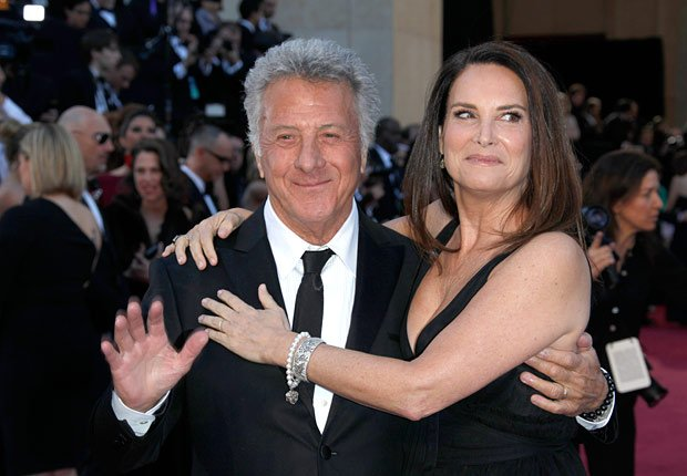 Actor Dustin Hoffman con su esposa Lisa Hoffman - Alfombra roja Oscar 2013.