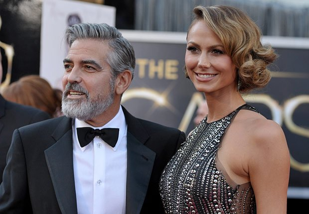 Actors George Clooney and Stacy Keibler arrive at the Oscars