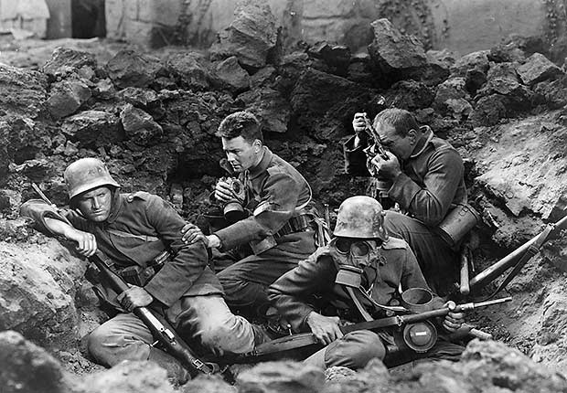 Battle scene with Lew Ayres (center), All Quiet on the Western Front, War Movie Slideshow