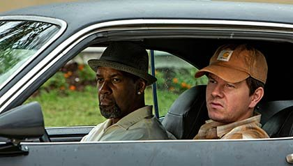 Denzel Washington and Mark Wahlberg in 2 Guns.