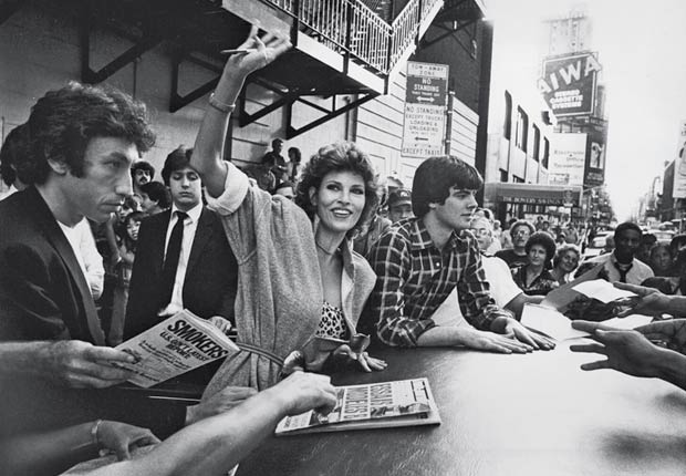 Raquel welch sign autographs with her son Damon (Time & Life Pictures/Getty Images)