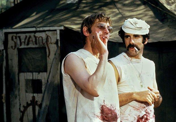 Donald Sutherland y Elliott Gould en la película Mash de 1970 - Películas esenciales para los boomers