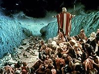 Charlton Heston in Ten Commandments, 1956. Best Bible Movies. (Everett Collection)