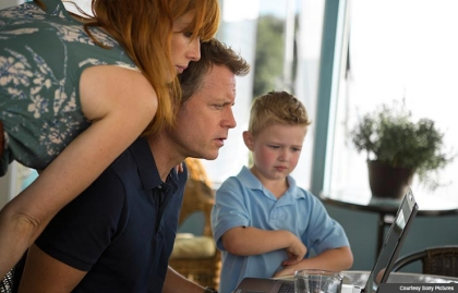 Kelly Reilly, Greg Kinnear and Connor Corum in Heaven is For Real.
