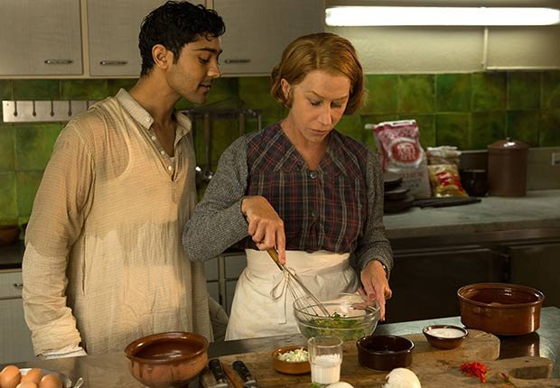 Actriz británica Mirren Helen y Manish Dayal en la película A Hundred Foot Journey.