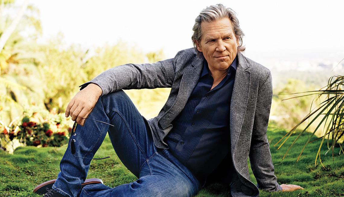 Actor, Jeff Bridges, Sitting, Portrait, Outdoors, Jeff Bridges Interview