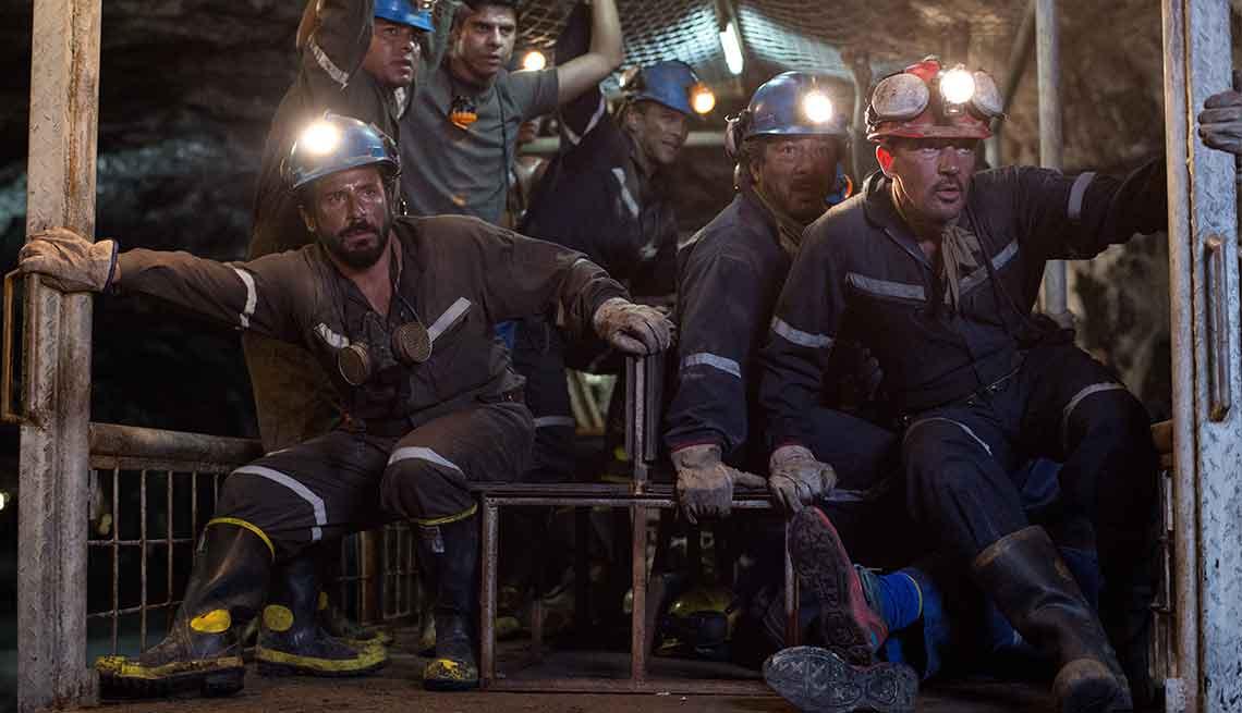 Escena de la película Los 33  con Antonio Banderas (derecha)
