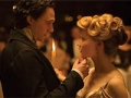 Tom Hiddleston y Mia Wasikowska en una escena de la película Crimson Peak