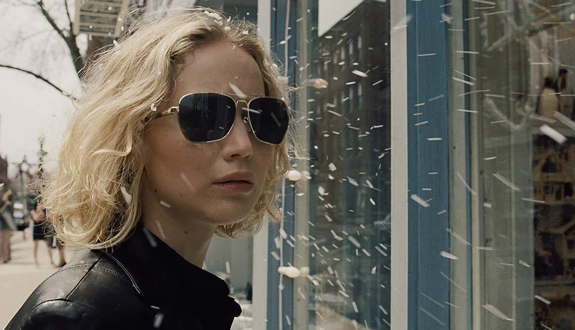 Jennifer Lawrence stars in 'Joy'