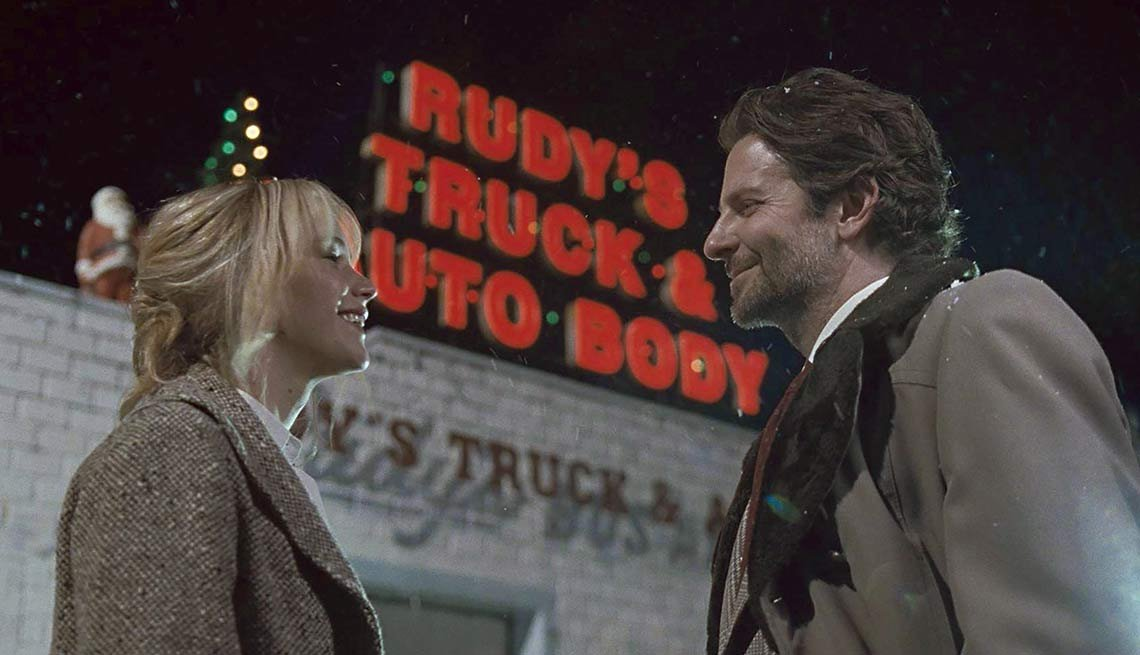 Jennifer Lawrence y Bradley Cooper en una escena de la película Joy - Lo mejor del cine 2015