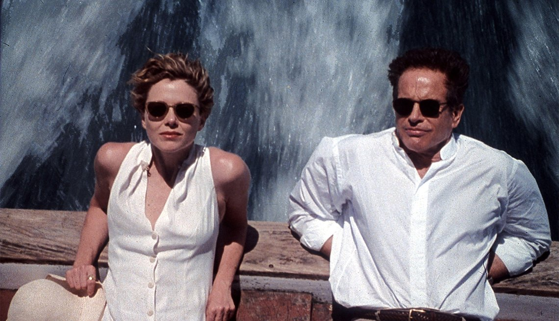 Annette Bening and Warren Beatty in 'Love Affair'