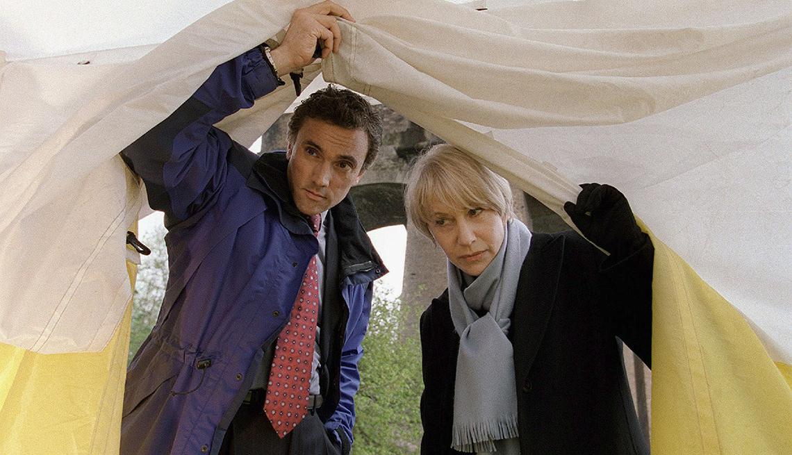 Helen Mirren con Ben Miles en una escena de Prime Suspect