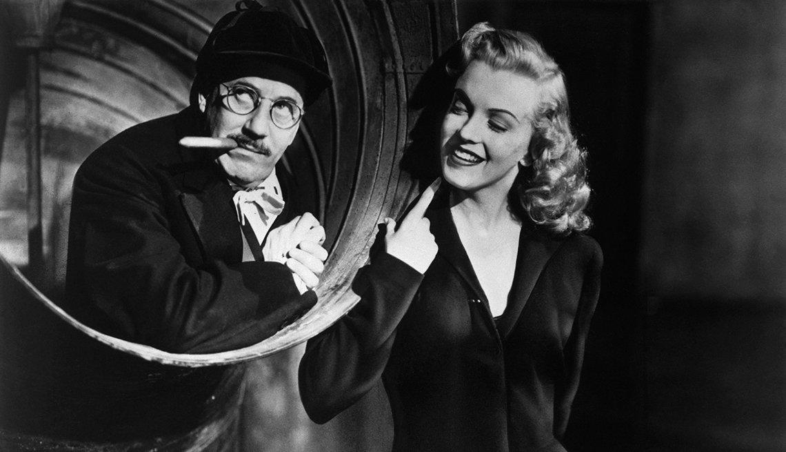 item 2 of Gallery image - Marilyn Monroe 50 años tras su muerte - 'Love Happy (Amor en conserva)' (1949)
