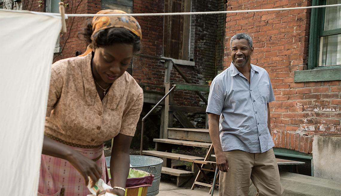Viola Davis and Denzel Washington in 'Fences'