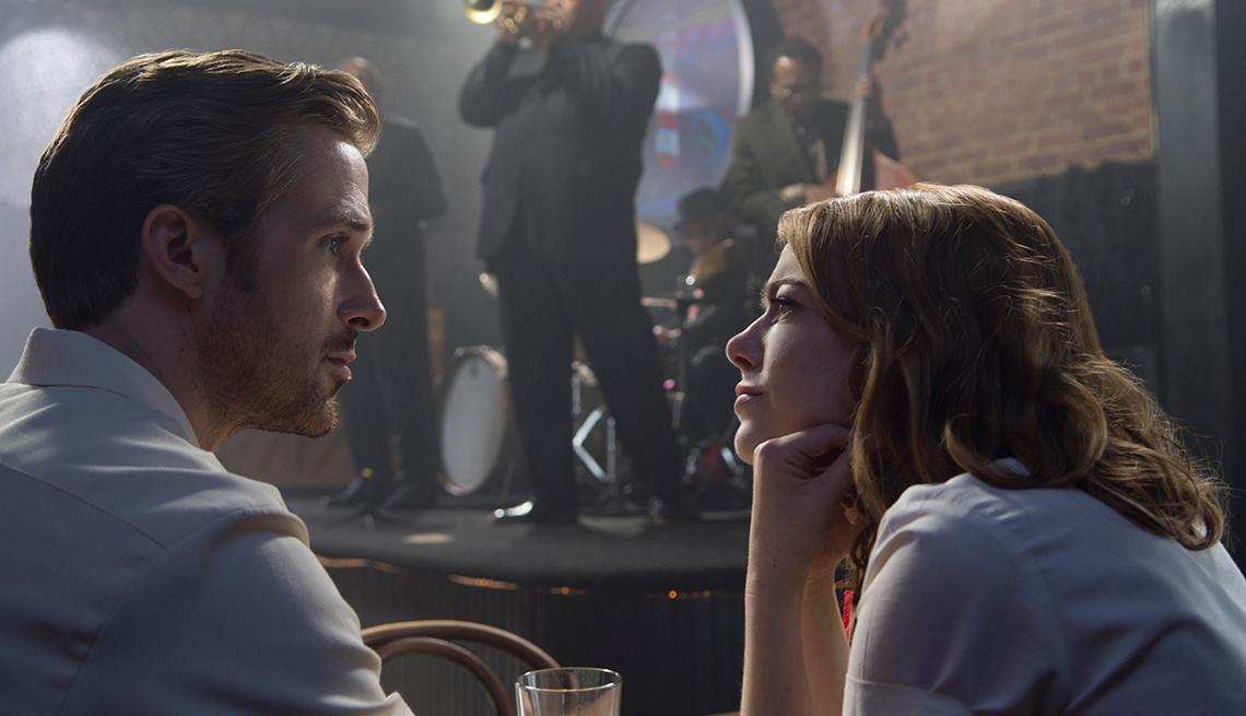Ryan Gosling y Emma Stone en una escena de la película La La Land