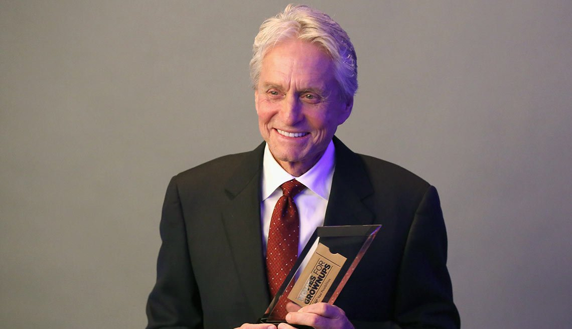 Michael Douglas en la entrega de los premios Movies for grownup de AARP, 8 de febrero de 2016