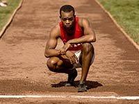 Stephan James como el atleta afroamericano Jesse Owens en la película Race