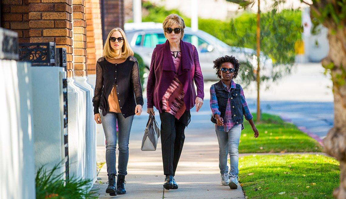 Amanda Seyfried, Shirley MacLaine and  Ann'Jewel Lee in 'The Last Word'