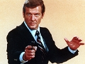 Roger Moore como James Bond en