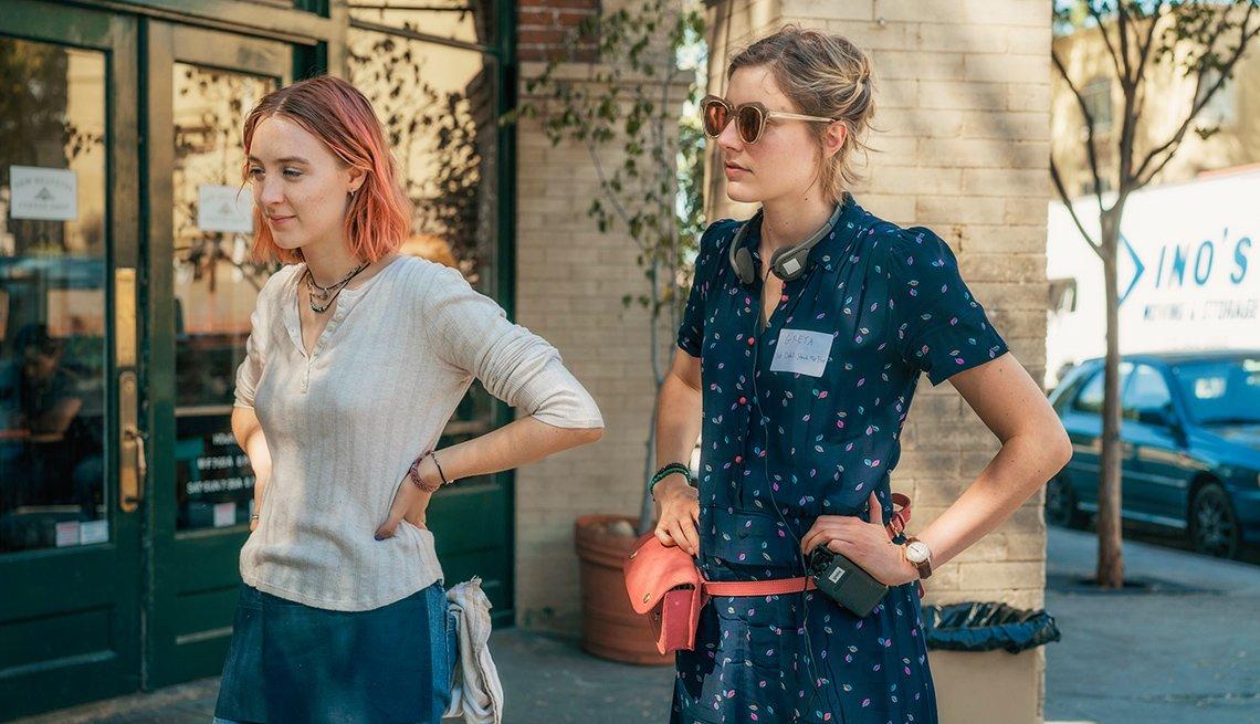Actors Saoirse Ronan and director Greta Gerwig on the set of 'Lady Bird'