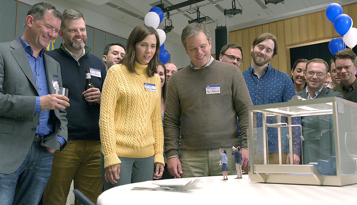 "item 9, Gallery image. Kristen Wiig, Matt Damon, Maribeth Monroe and Jason Sudeikis in ""Downsizing"""