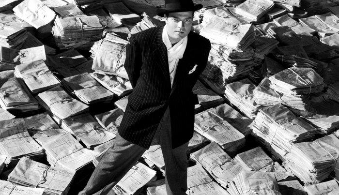 يلعب أورسون ويلز دور البطولة في مشهد من فيلم Citizen Kane