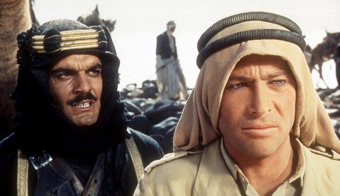 بيتر أوتول وعمر الشريف في فيلم من فيلم لورنس العرب