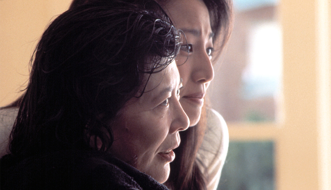 Tsai Chin and Tamlyn Tomita in a scene from the movie The Joy Luck Club