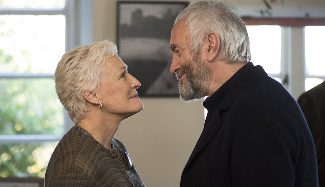 "Glenn Close looking at Jonathan Pryce in ""The Wife"""