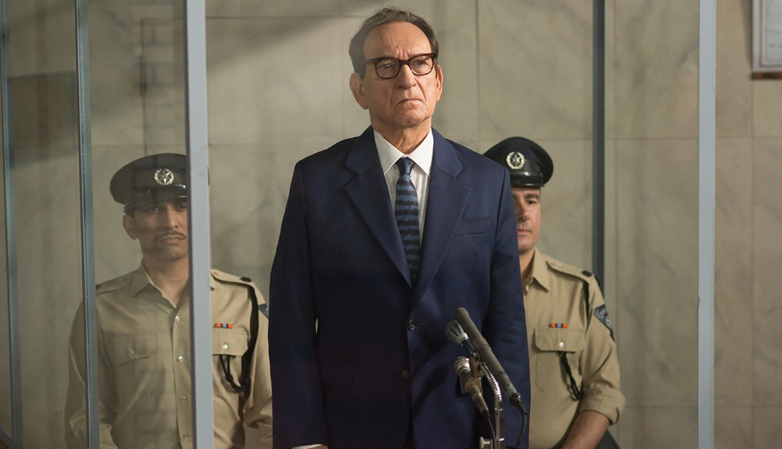 Ben Kingsley como el oficial nazi Adolph Eichmann en la película Operation Finale.