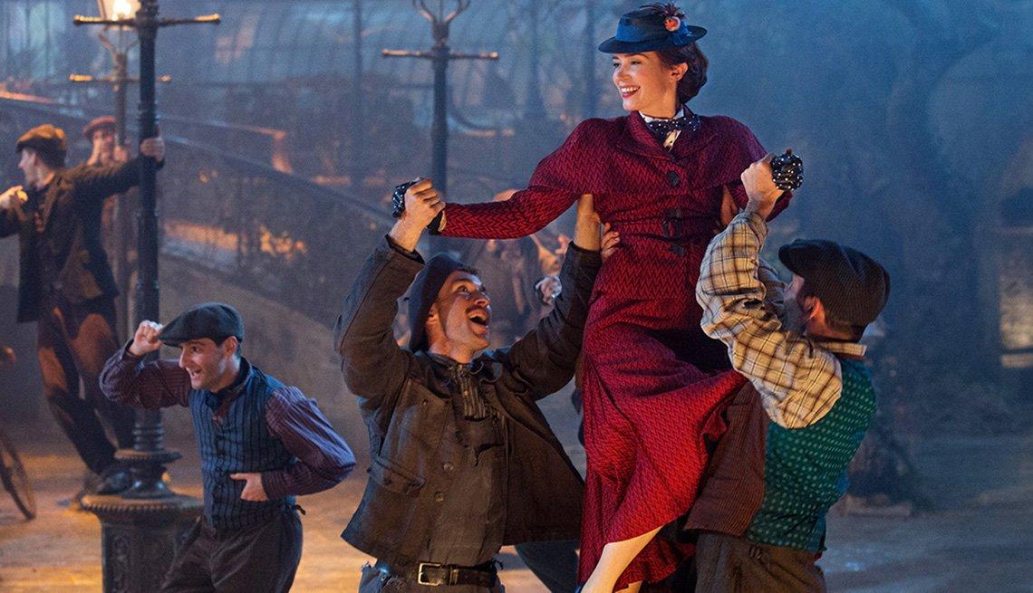 item 8 of Gallery image - Emily Blunt en una escena de Mary Poppins Returns