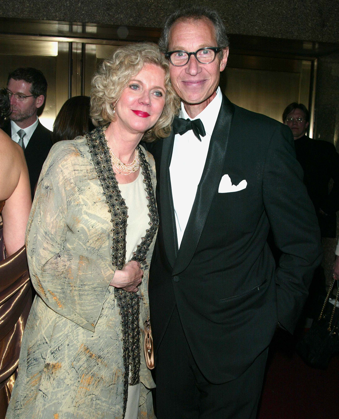 Blythe Danner with her arm around Bruce Paltrow.