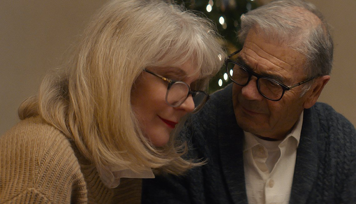 Blythe Danner and Robert Forster looking at each other in What They Had